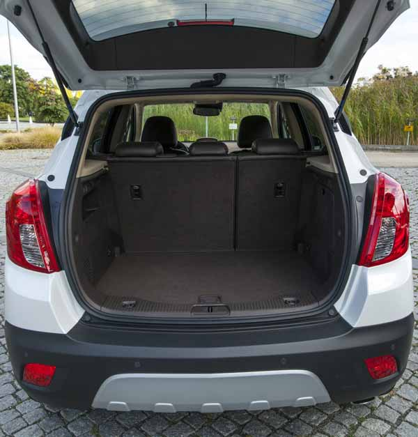 With up to 1,372 litre of loading space, the Mokka offers plenty of space