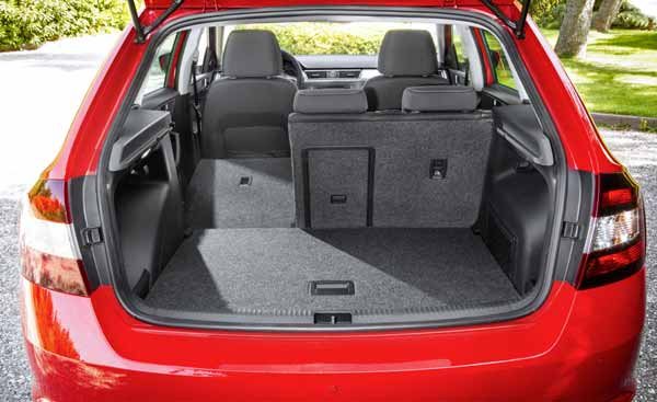 The boot sets new standards with its volume of 415 to 1,380 litres.