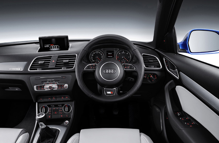 A new three-spoke multifunction steering wheel and additional aluminium effect detailing freshen the ambiance