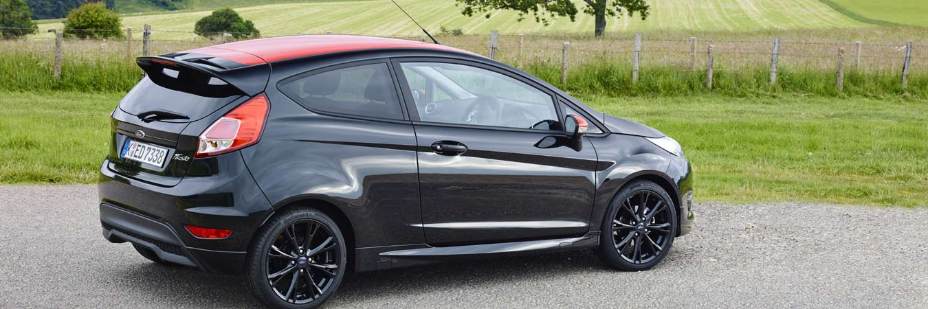 seat ibiza fr versus the ford fiesta black edition. Black Bedroom Furniture Sets. Home Design Ideas